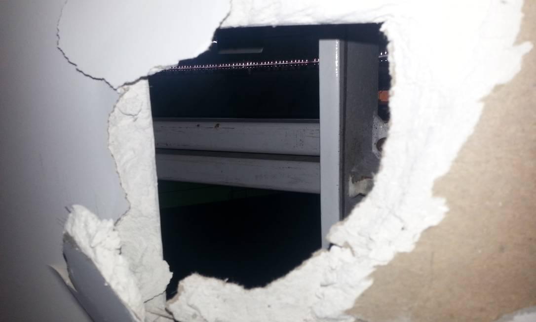 O 9º andar do estádio exibe um buraco em parede de frente para o campo Lauro Neto / O Globo
