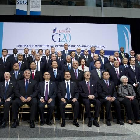 Ministros das Finanças e presidentes de bancos centrais do G20 se reúnem para foto durante as reuniões do Fundo Monetário Internacional e do Banco Mundial em Washington Foto: Jose Luis Magana / AP