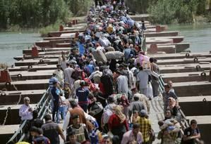 Iraquianos sunitas que fugiram de Ramadi, na chegada à Bagdá. Cerca de um terço da população pode ter abandonado capital da província de Anbar durante ofensiva do Estado Islâmico nesta semana Foto: STRINGR/IRAQ / REUTERS