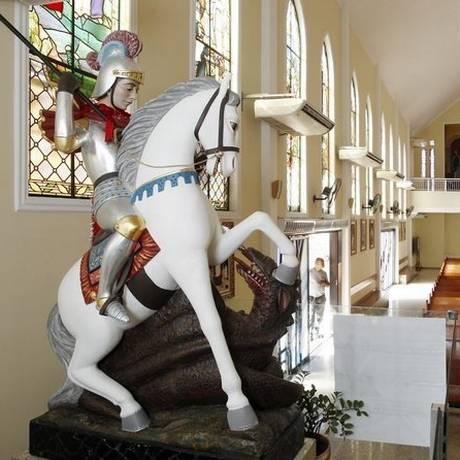Imagem de São Jorge no interior da igreja de Quintino Foto: Eduardo Naddar