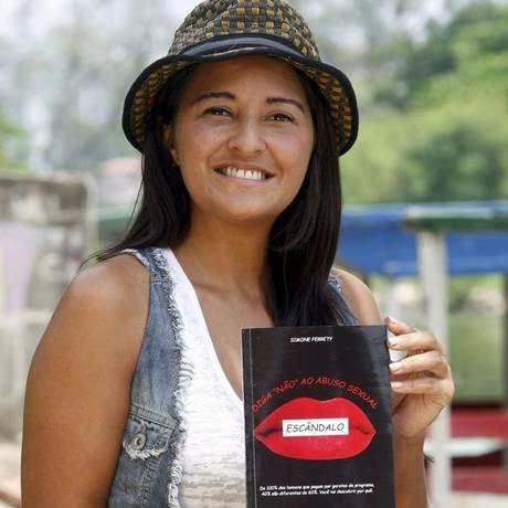 Antes do longa, Simone lançou livro falando da experiência Foto: Luiz Ackermann/ Agência O Globo