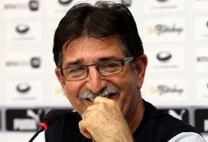 René Simões, técnico do Botafogo Foto: Cezar Loureiro / Agência O Globo