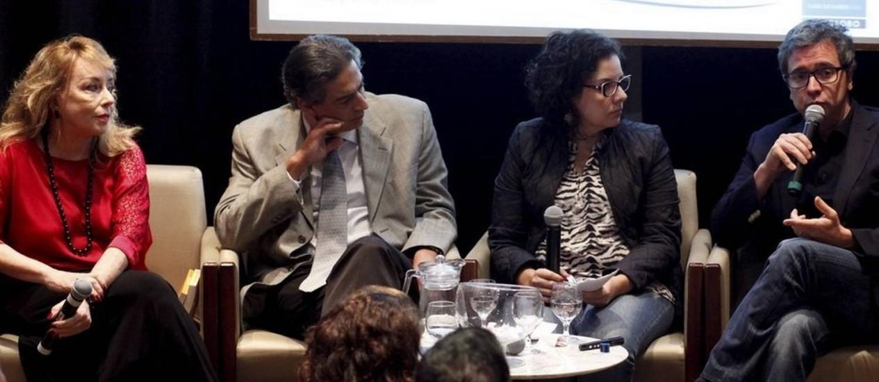 Tânia Zgury, Cláudio Domênico, Viviane Nogueira e Fábio Barbirato em debate da Casa do Saber O GLOBO Foto: Gustavo Stephan