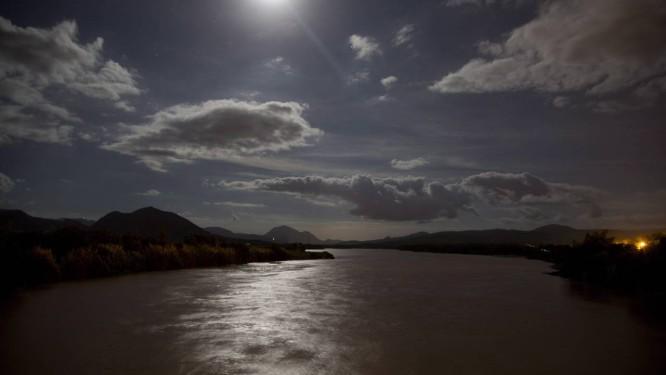 O Rio Doce nasce em Ressaquinha, na Mantiqueira, em Minas, percorre 853 quilômetros até encontrar o Oceano Atlântico em Regência, Espírito Santo Foto: Márcia Foletto