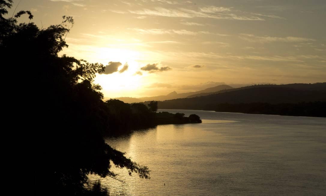 Rio Doce: beleza contrasta com despejo de esgoto Foto: / Márcia Foletto