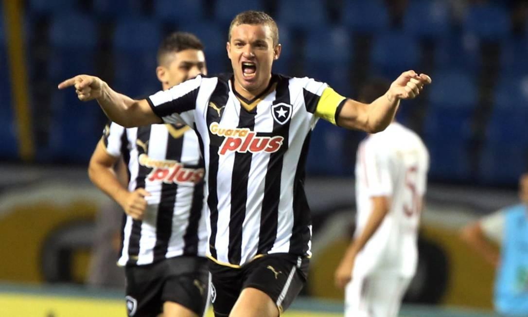 Fernandes comemora seu gol no jogo entre Botafogo e Fluminense Foto: Cezar Loureiro / Agência O Globo