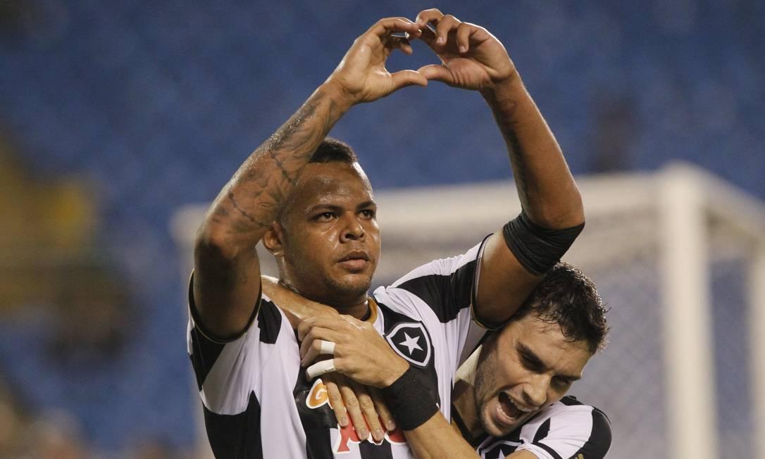Bill vibra após marcar o segundo gol do Botafogo sobre o Fluminense Marcelo Carnaval / Agência O Globo