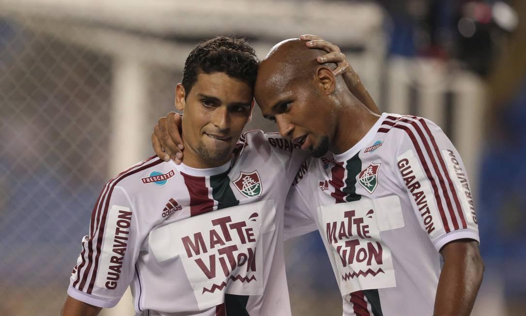 Jean comemora o seu gol com Wellington Silva Márcio Alves / Agência O Globo