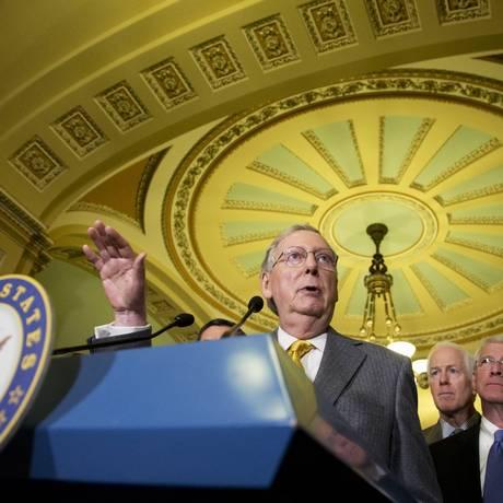 Mitch McConnell, líder da maioria no Senado, discursa no Capitólio Foto: Manuel Balce Ceneta / AP