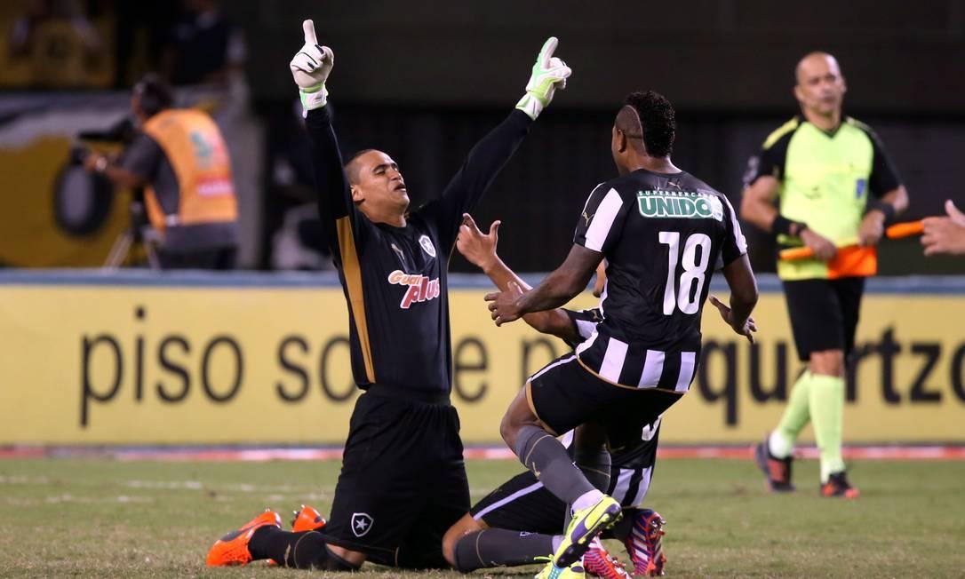 Renan foi o herói da classificação do Botafogo Cezar Loureiro / Agência O Globo