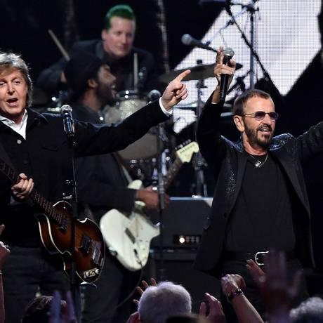 Ringo Starr com Paul McCartney na cerimônia do Hall da Fama do Rock Foto: Mike Coppola / AFP
