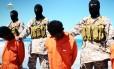 Imagem extraída de suposto vídeo liberado pelo Estado Islâmico mostra militantes decapitando cristãos da Igreja Etíope