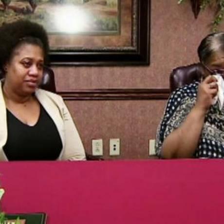 Francine (chorando) encontra a filha, La-Sonya Foto: Reprodução/WYTV/ABC News