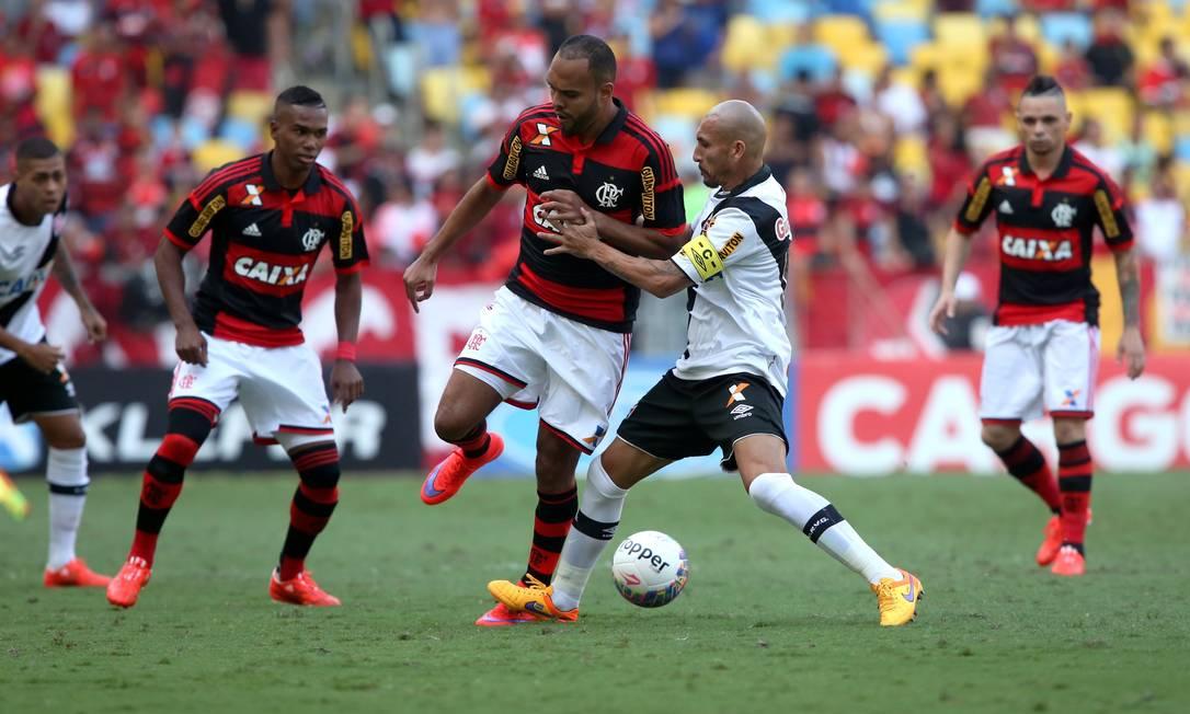 Guiñazu entra duro em Alecsandro Cezar Loureiro / Agência O Globo
