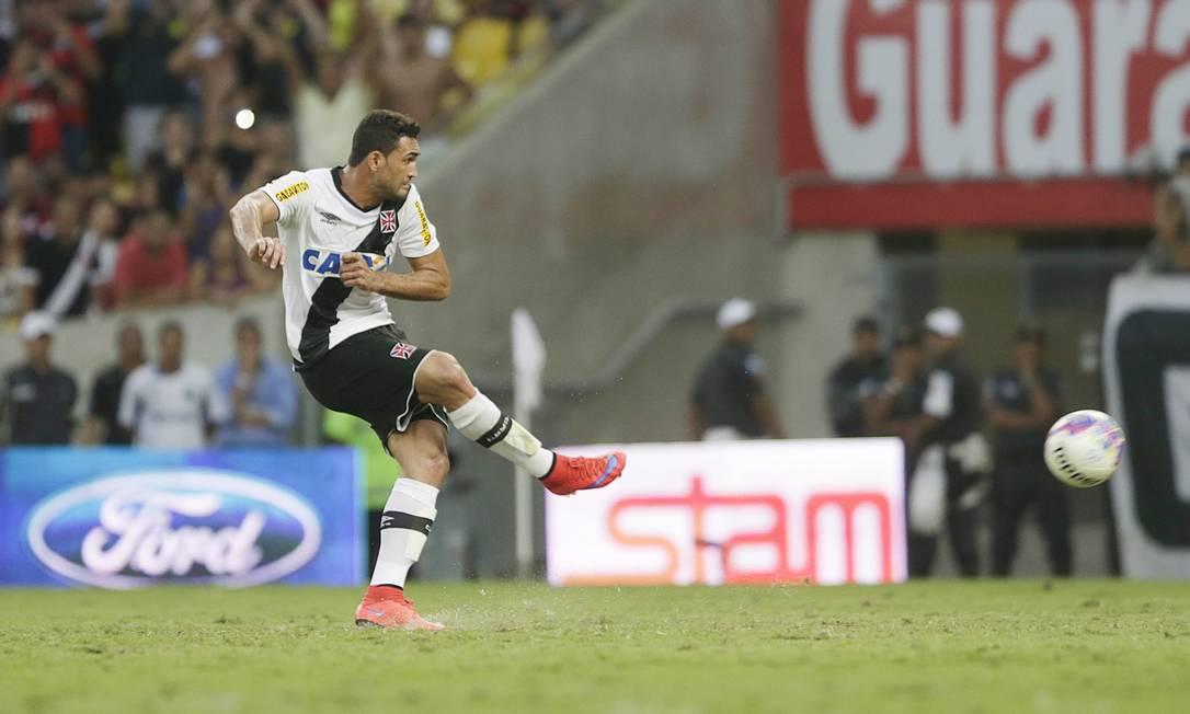 Gilberto marcou de pênalti para o Vasco ANTONIO SCORZA / Agência O Globo