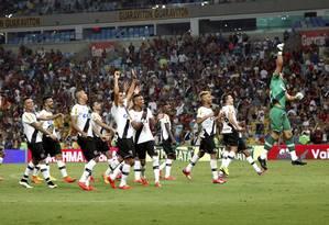 Jogadores do Vasco comemoram a classificação à final do Carioca Foto: Cezar Loureiro / Agência O Globo