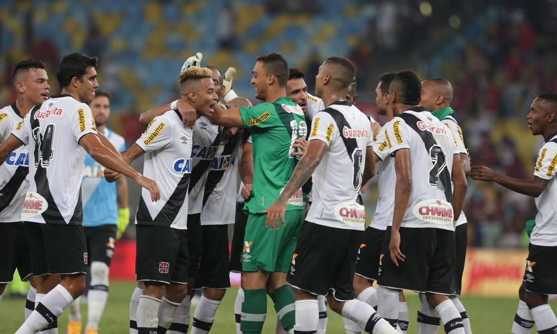 Festa dos jogadores do Vasco após a vitória sobre o Flamengo Márcio Alves / Agência O Globo