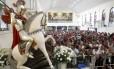 Fiéis celebram o dia de São Jorge na Igreja de Quintino, na Zona Norte (23/04/2013)