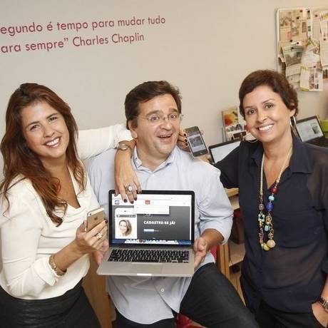 Gabriela Marques, Henrique Canella e Paola Canella apresentam o aplicativo Foto: Eduardo Naddar