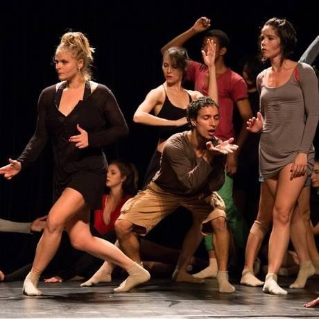 Bailarinos da Curitiba Cia de Dança durante ensaio do espetáculo Foto: Rafa Dorta / Divulgação