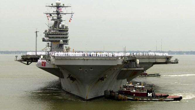 USS Theodore Roosevelt. Porta-aviões foi deslocado para a costa do Iêmen para ajudar no combate ao envio de armas aos rebeldes houthis Foto: Steve Helber / AP