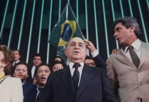 Tancredo Neves após vencer a eleição presidencial no Colégio Eleitoral Foto: Jamil Bittar / Agência O Globo