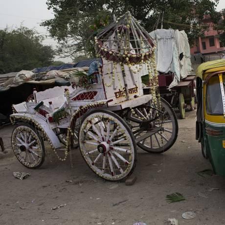 Cerca de 18% das meninas se casam com a idade de 15 e 47% com 18 na Índia Foto: Bernat Armangue / AP