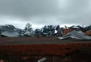 Instituto Nacional de Meteorologia (Inmet) confirmou na manhã desta terça-feira que um tornado atingiu a cidade de Xanxerê, no Oeste de Santa Catarina Foto: Divulgação/Defesa Civil de SC