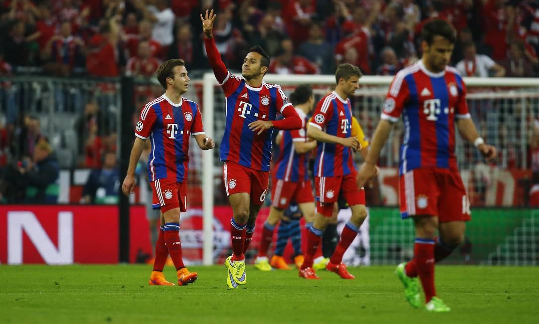 Thiago Alcantara abriu o placar para o Bayern de Munique sobre o Porto Kai Pfaffenbach / REUTERS