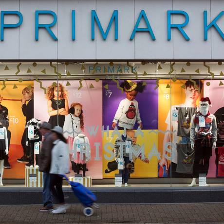 Vitrine da Primark em Londres Foto: Jason Alden / Bloomberg
