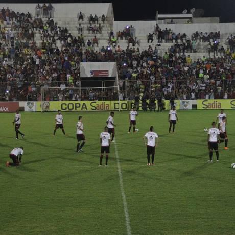Jogadores do Flamengo treinam com presença de muitos torcedores em Salgueiro Foto: Gilvan de Souza/Divulgação Flamengo