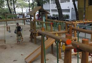 Praça Almirante Custódio de Mello, em frente ao Teatro O Tablado, voltou a receber crianças após a reforma Foto: Agência O Globo / Pedro Teixeira