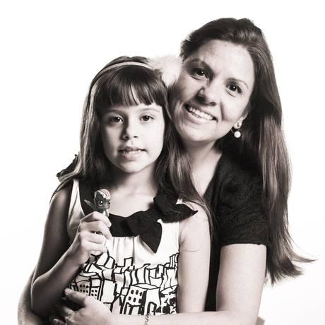 Danielle Lessa e a filha, Nicole, gravaram depoimento no GLOBO Foto: Fábio Seixo