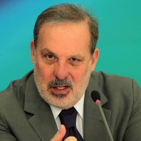 O ministro da Indústria e Comércio Exterior, Armando Monteiro Foto: Jorge William / Agência O Globo