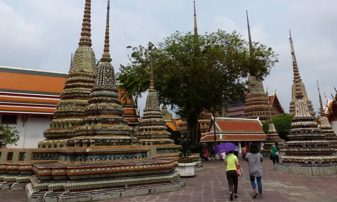 Outra imagem de Wat Pho, conhecido como o Templo do Buda Reclinado Foto: Marcelo Carnaval / Agência O Globo