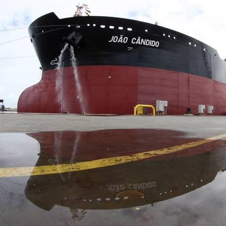 Navio construído no Estaleiro Atlântico Sul Foto: Arquivo/24-5-2012