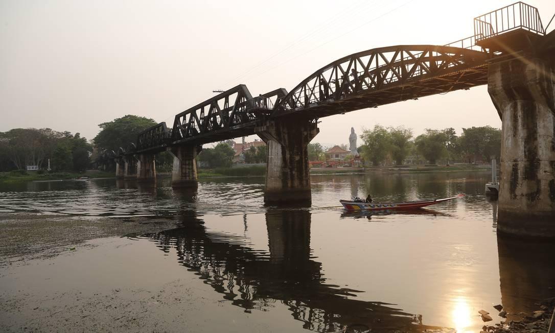 A ponte sobre o Rio Kwai, que envolveu episódio da Segunda Guerra Mundial contado em filme de 1957. Ela faz parte da Estrada de Ferro Thai-Burma, também conhecida como a Ferrovia da Morte Foto: Marcelo Carnaval / Agência O Globo