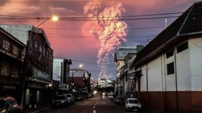 Vulcão Cabulco na nPatagônia chilena entrou em erupção depois de 43 anos inativo, levando o país a declarar estado de emergência Foto: Reprodução/Twitter