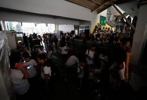 Após explosão, faltou luz no CAp-Uerj, onde ainda não houve aula nesta semana Foto: Pablo Jacob / Agência O Globo