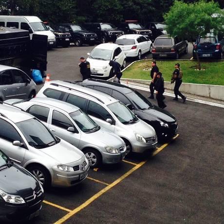 Executivo e operador de esquema de propina foram transferidos nesta tarde da carceragem da PF em Curitiba Foto: Thais Skodowski / Agência O Globo