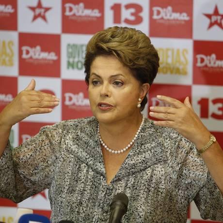 A presidente Dilma Rousseff em entrevista durante a campanha eleitoral Foto: Domingos Peixoto/22-10-2014