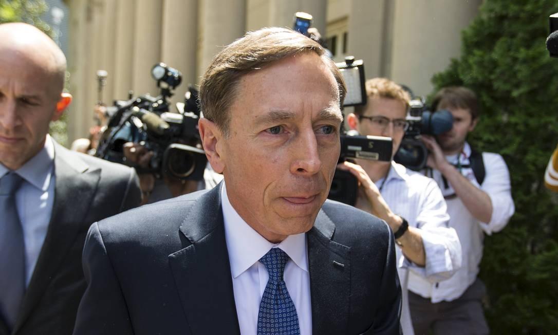David Petraeus poderia ter sido condenado a reclusão por fornecer segredos da CIA a amante Foto: CHRIS KEANE / REUTERS