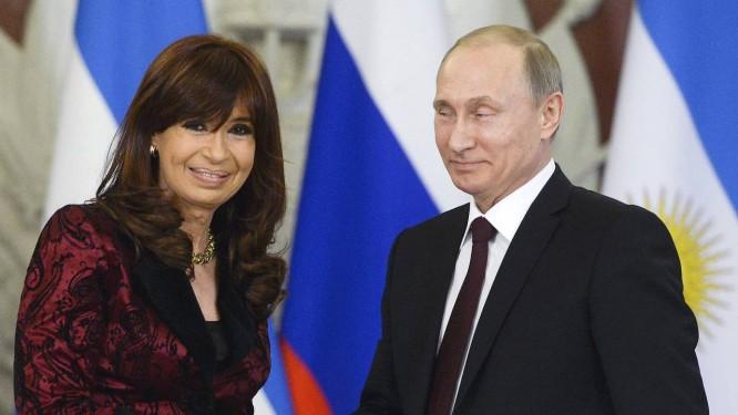 Cristina e Putin comemoraram acordos no 130º aniversário das relações entre os dois países Foto: Alexander Nemenov / REUTERS
