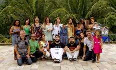 A Babilônia Feira Hype desembarca em Niterói: os organizadores Robert Guimarães e Fernando Molinari posam para foto junto com os expositores Foto: Bia Guedes