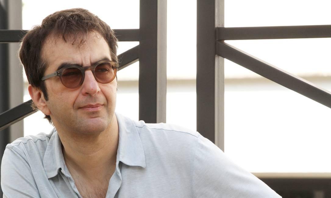 """Nascido no Egito e criado no Canadá, o cineasta Atom Egoyan, filho de imigrantes armênios, se tornou um dos maiores nomes do cinema canadense, especialmente após o premiado """"O doce amanhã"""", de 1997, que lhe rendeu duas indicações ao Oscar. Em 2002, o cineasta abordou o tema do genocídio armênio e suas consequências para os filhos da diáspora armênia em """"Ararat"""", filme estrelado por Charles Aznavour Foto: Agência O Globo"""