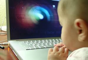 Bebês usam dispositivos móveis Foto: FreeImages