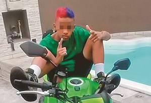 MC Brinquedo: Milhões de seguidores em suas redes sociais e clipes na intenet Foto: Reprodução