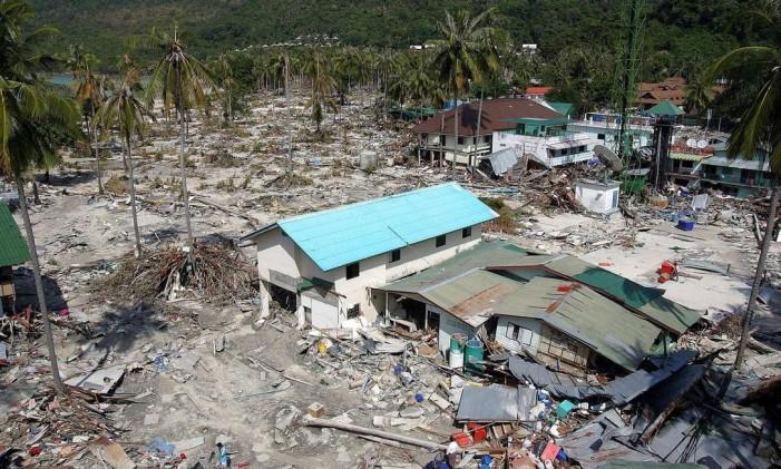 Destroços na Tailândia, atingida pelo terremoto da Indonésia, em 2004. Mais de 200 mil pessoas morreram. Foto de arquivo Foto: Luis Enrique Ascui / Reuters