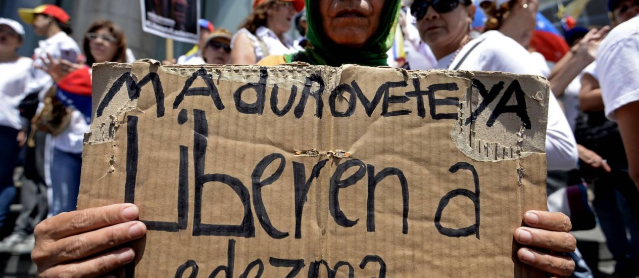 Manifestante pede a libertação de Antonio Ledezma. Prisão arbitrária de opositores está na mira da ONG Foro Penal Venezuelano Foto: FEDERICO PARRA / AFP