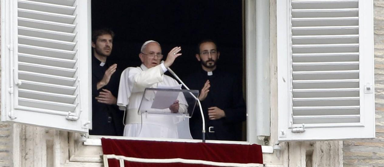 O Papa Francisco dirige orações aos mortos e desabrigados pelo terremoto no Nepal Foto: Gregorio Borgia / AP